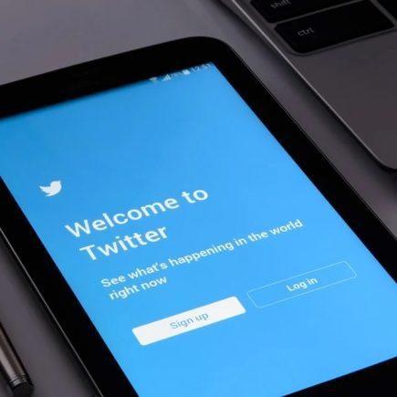 Twitter Blue, la versione a pagamento del social scalda i motori
